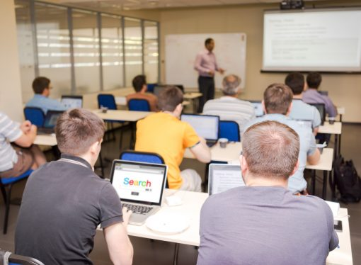 When College Kids Surf the Web in Class, Grades Fall